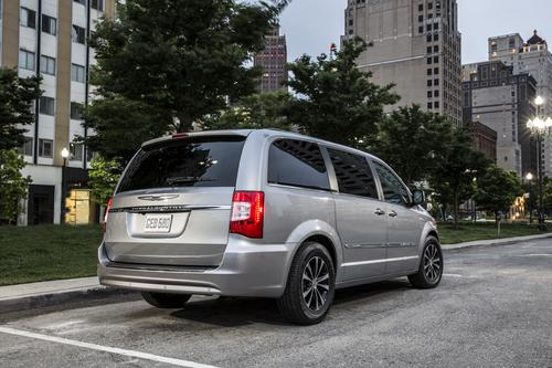 Find 2014 Chrysler Town & Country near St. Louis, MO