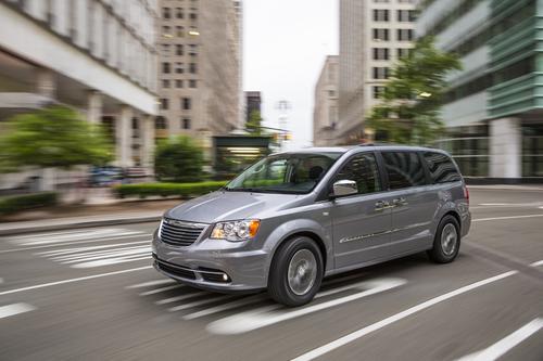 Buy 2014 Chrysler Town & Country near St. Louis, MO